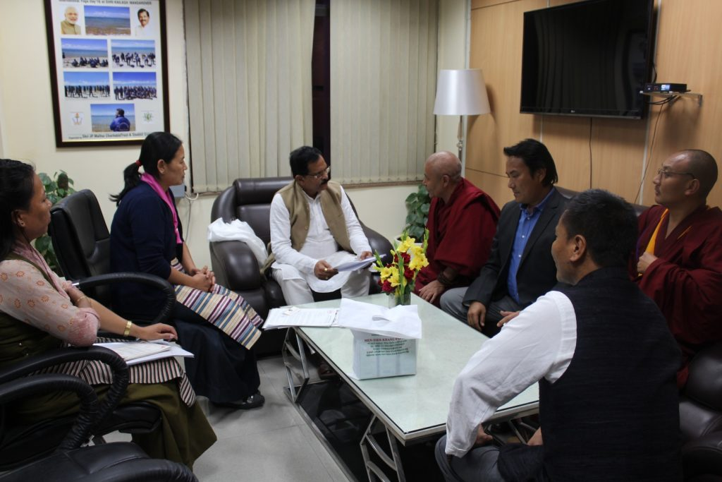 with-mr-shripad-yesso-naik-minister-of-ayush-mr-choekyong-wangchuk-minister-of-department-of-health-mrs-tsamchoe-general-secretary-of-central-council-of-tibetan-medicine-2-1
